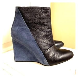 SEE BY CHLOE NAVY BLUE LEATHER / SUEDE BOOTS